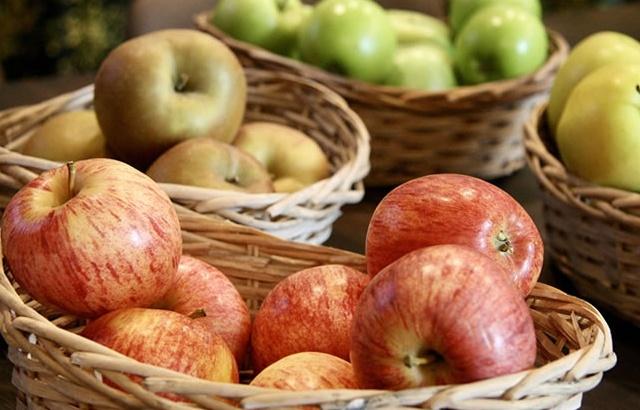 カゴの中のりんご
